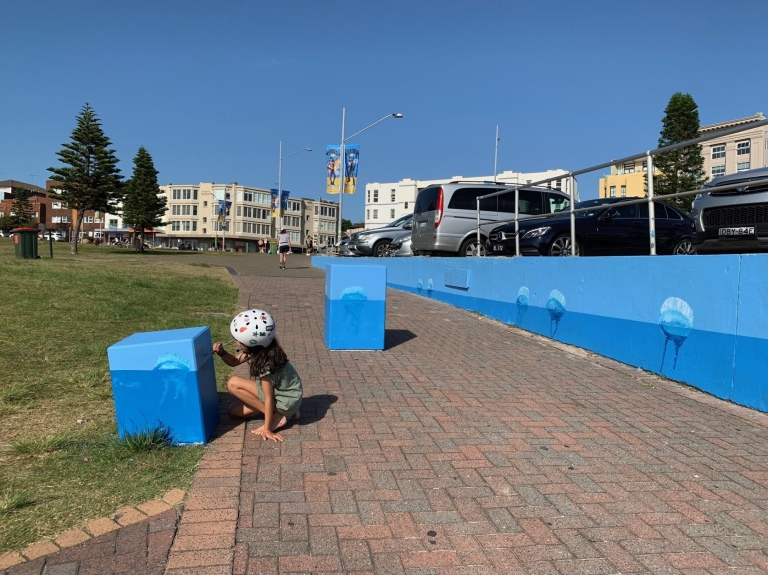 2019 - Ocean Blue - BondiWorld - Artist's helper in action
